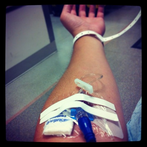 An unpleasant surprise for the day #IV #isstevestillalive #doctor (Taken with Instagram at UC San Diego Medical Center Emergency Room)