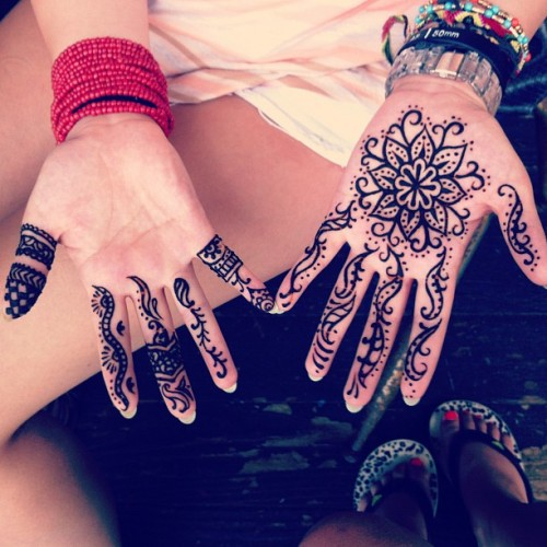 My last minute souvenir #konahenna #henna #hands #hawaii #smellsgood (Taken with Instagram)