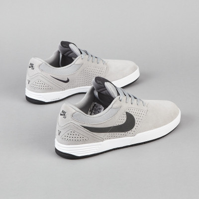 NIKE SB P ROD 5 MATTE SILVER / ANTHRACITE / WHITE / BLACK these look mad