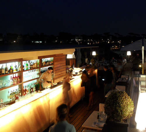 Into the night The rooftop terrace of THE FIRST Luxury Art Hotel Roma with it´s breathtaking panoramic view is the perfect spot to savor a Roman night. photo: the art resort