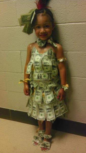 currenseta:  my niece ready to dance aunty teisa's graduation party!