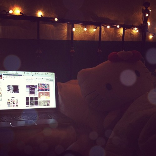 Ending the night under the lights with Ed Sheeran, tumblr and hello kitty c: (Taken with Instagram)