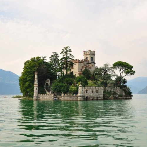 homedesigning:  Loreto Island @ Lake Iseo, IT