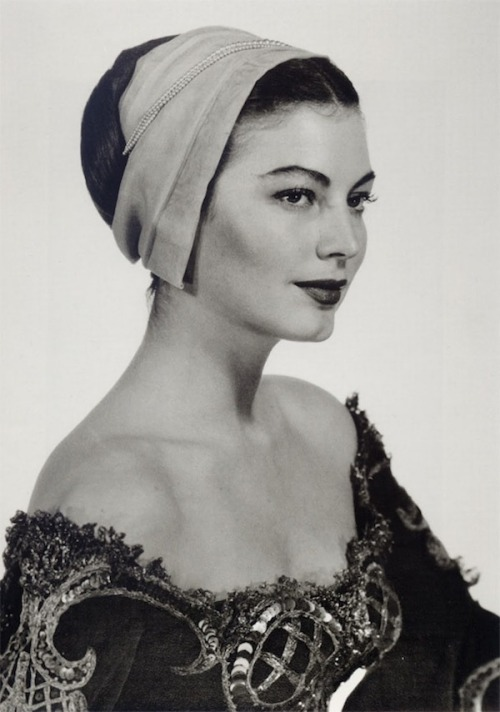 Ava Gardner looks stunning and elegant in this midCentury hat. Those ladies knew glamour and grace back then.