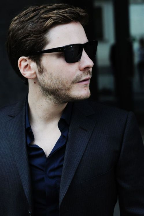 64/100 Pictures of Daniel Brühl [x]