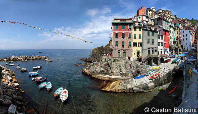 Riomaggiore, Cinque Terre, Liguria, Italia by Batistini Gaston on Flickr.