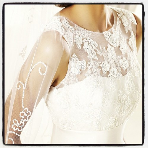 Detail me. #pronovias #dalia #pretty #beauty #wedding #dress #lace #bride #love #encaje #novia #noiva #renda #pronovias2013 (Tomada con Instagram)