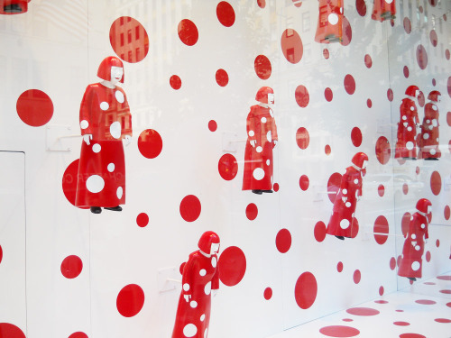 Kusama display at Louis Vuitton 5th Ave