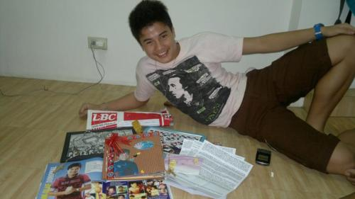 Tom with the gifts from die-hard fans. Including meee! Special thanks to Head Admin: Ate Meevie for sending it to Tom. >:))) Other pictures here http://www.facebook.com/media/set/?set=a.269660233138275.51149.254757687961863&type=3
