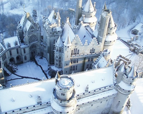 game-of-style:  The Eyrie, seat of House Arryn - Château de Pierrefonds, France (BBC Merlin's Camelot)