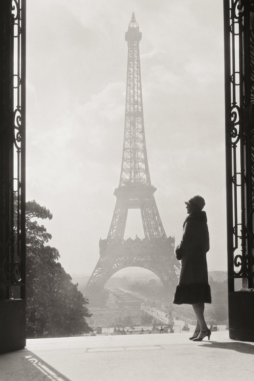 hollyhocksandtulips:  one day…I will take that trip to Paris… m3zzaluna:  unknown photographer, paris, 1928