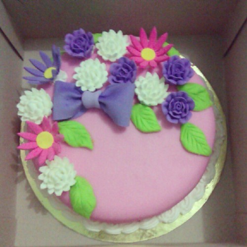 Fondant cake by mommy!:) super love it! Can't wait till she has her own bakery! Too cute for words! (Taken with Instagram)