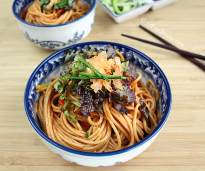 fuckyeahdeliciousfood:  Bibim Guksu (Korean Sweet and Spicy Cold Noodles)