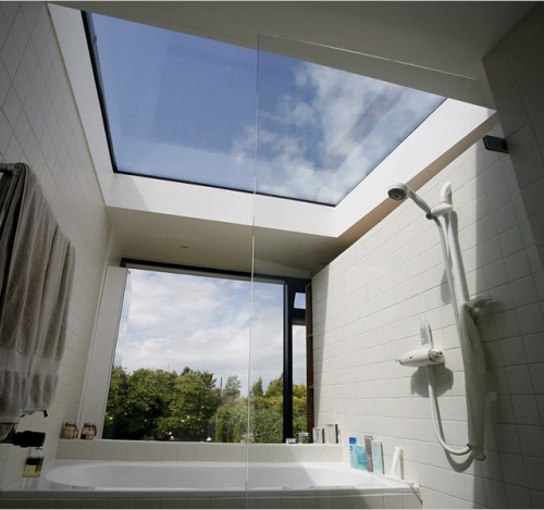 Soak in the bath and gaze into the sky.