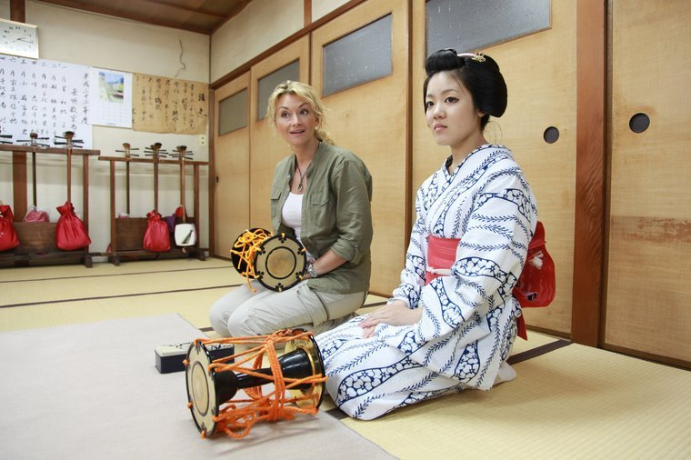 maiko Kimichie with Polish journalist - Martyna Wojciechowska. I love the contrast between these two ladies