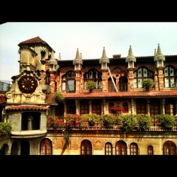 Mission Inn #missioninn #castle #royalty #architecture #cali #vintage #igers #popular #igaddict #igdaily #iphonesia #jj #jj_forum #all_shots  (Taken with Instagram)