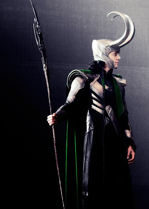 tom-mother-fucking-hiddleston:  skijumpsally:  Even prettier. Fucking perfect shit.  I dunno if it's the Hogwarts talking but I always thought Loki should of had the silver and Thor the gold.
