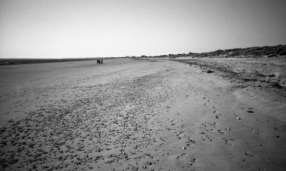 The beach gets crowded this time of year! - figures on a beach (series)  XA3 | Adox CHS ART 25 @ 50asa | Diafine