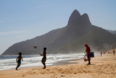 bubblingpot:  Rio de Janeiro, December, 13, 2011 Just two of the five billion activities that brazilian do on the ipanema beach.