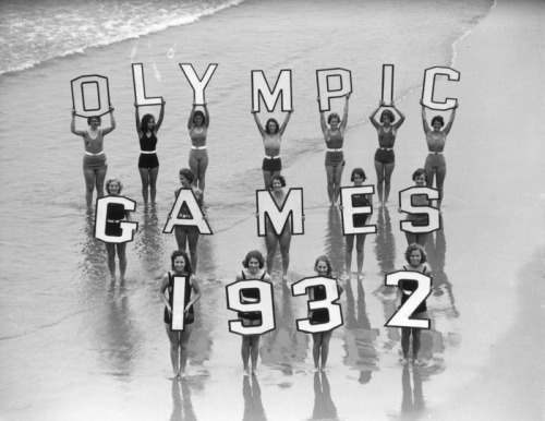losangelespast:  Bathing beauties promote the 1932 Olympic Games in Los Angeles.