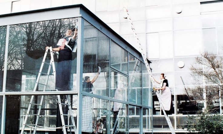 Cleaning of the Rietveldpaviljoen1992performance at the Rietveld Academy Amsterdam