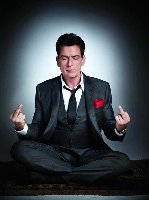 revistaentremundos:  Charlie Sheen em pôster de Anger Management