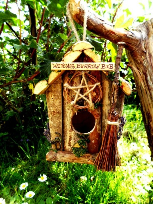 lori-rocks:  Witch's Burrow B & B birdhouse! By PositivelyPagan