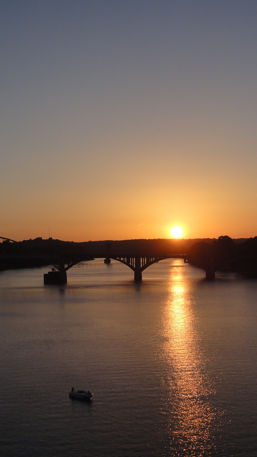 amerikanrambler:  Sunset over the Arkansas River in Little Rock.