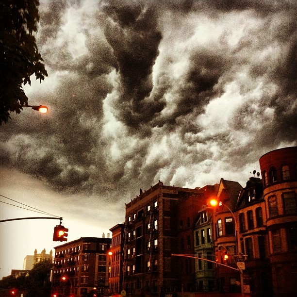 rachelfershleiser:  (via Photo by dckogan • Instagram) Best storm photo I've seen, by Deborah Copaken Kogan.