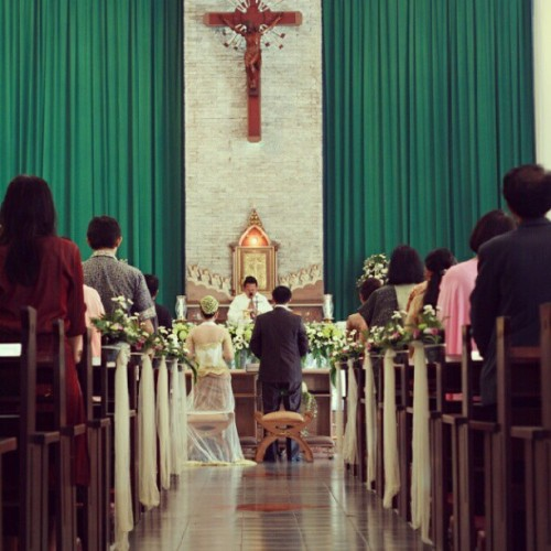 wedding of a friend #wedding #church #people #friends #jakarta #sacred (Taken with Instagram)