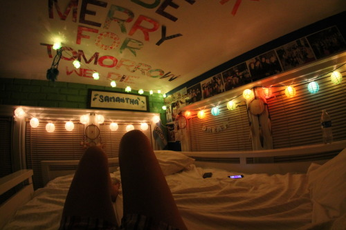 milksh-4ke:  stfuemilyy:  sea-breeze-photography:  it's official. my room RULES.  yep, my bed > your bed oh yeah oh yeah  mom, dad. please tell me why i don't have a room like this. JK DON'T LOOK AT MY TUMBLR  hai we have the same name so I'm just going to pretend that's my room
