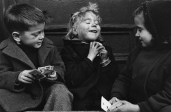 Ruth Orkin - The Card Players (4/4) West Village, New York, USA, 1940s.