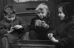 Ruth Orkin - The Card Players (2/4) West Village, New York, USA, 1940s.
