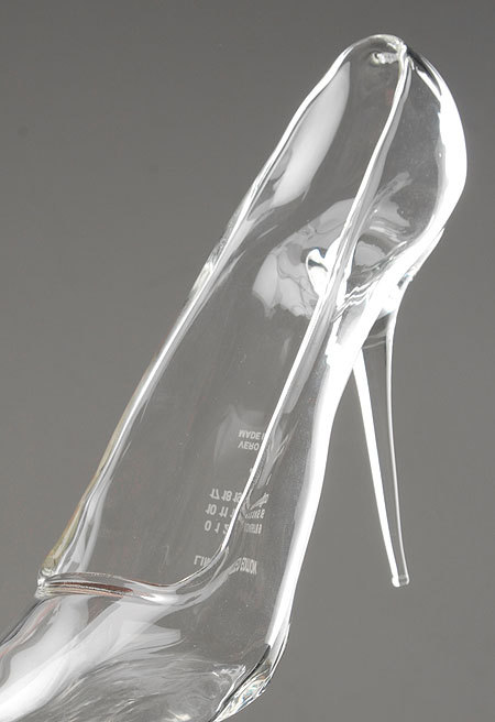 somethingvain:  maison martin margiela's 'cinderella shoe'