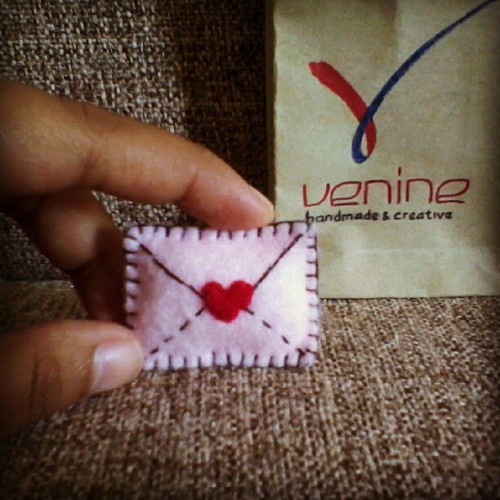 truebluemeandyou:  venine:  Kecil dan mungil. #handmade #Felt #love #letter #brooch (Taken with Instagram)  Truebluemeandyou: How cute is this? Was wondering if they were for sale. No ask on her blog, then I went to her outside Tumblr blog and no info on there either :(