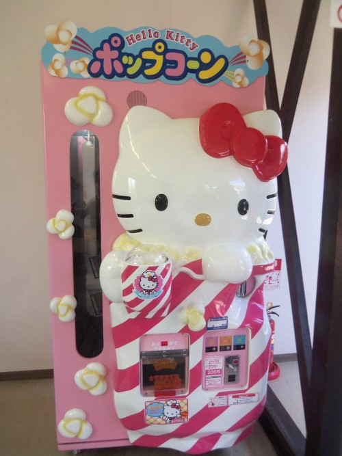 no-cure-4kawaii:  a popcorn machine i saw in Ushiku, Japan last month. So cute.