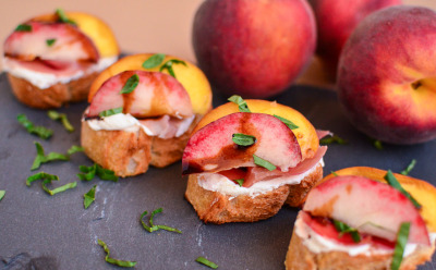 Peach, Prosciutto, and Goat Cheese Crostini