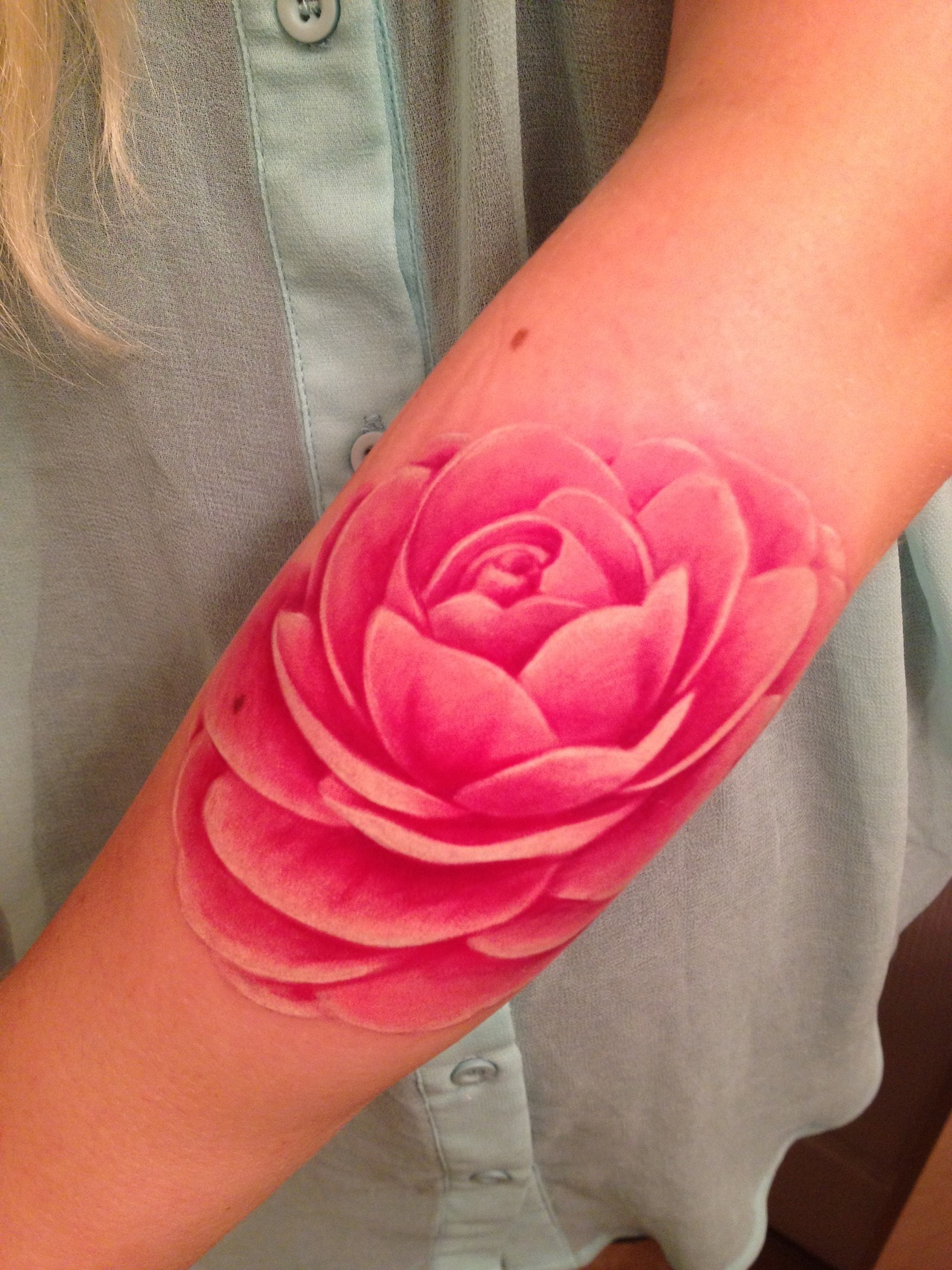 fuckyeahtattoos:  Camellia♥This is my second realistic flower piece by Rob Chambers from The Ink Spot located in Ottawa. In my opinion, he's the best in the region!My plan is to eventually get a full sleeve with different flowers by him. c:  uhhhfreakingmazing! love!