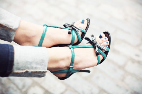 what-do-i-wear:  PRADA shoes (image: 5inchandup)