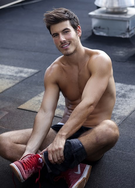 wecouldhavesex:  Oh Lucas Bernardini, the things i would do to you. -R