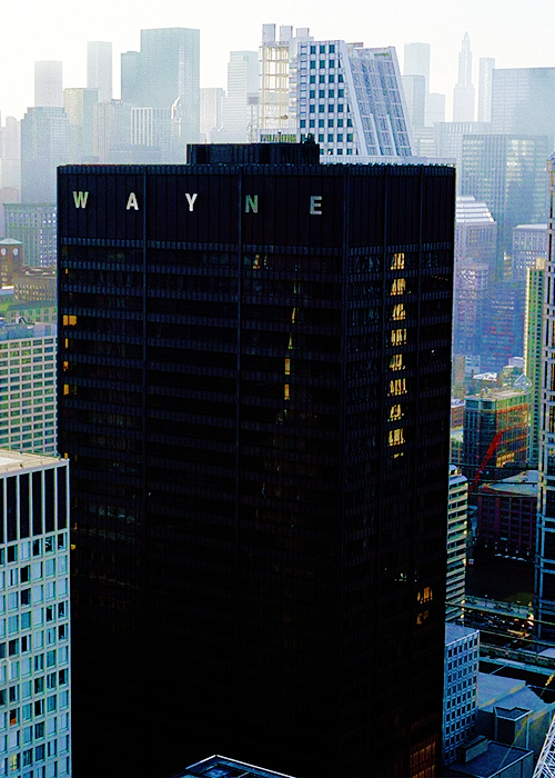 you guys. YOU FUCKING GUYS. WAYNE TOWER IS MIES FUCKING VAN DER ROHE'S CHICAGO WHATSIT. I am so fucking conflicted about this