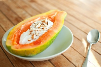 Papaya yoghurt bowl: healthy breakfast and saves dishes