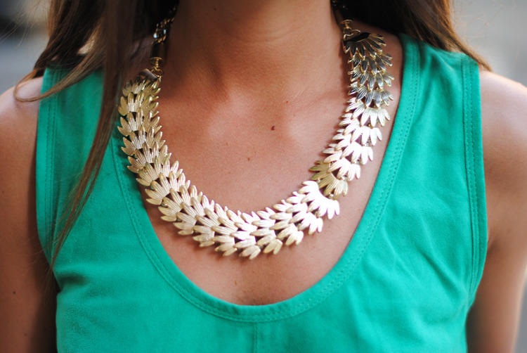 Necklace/Collar: Designer (image: fashionvibe)