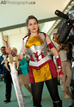 misskitquinn:  stevenmeissner:  keaneoncomics:  Kit Quinn as Sif (movie costume), SDCC 2012 (by andreas_schneider)  With the Heimdall sword, to boot!  well hello me with a Heimdall sword!