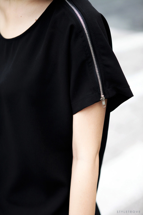 styletrove:  Trend Watch: Zippered shoulder Tee.