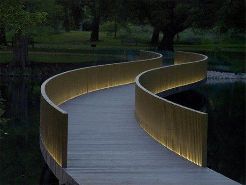 Sackler Crossing by John Pawson Architects Viewed end on, the balusters read as a solid composition, but when viewed from the side this solidity fragments, allowing views through.