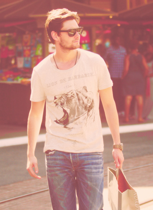 Ben Barnes | Shopping At The Grove In LA (23.07)