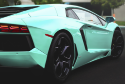 classyhustler:  great color for the aventador