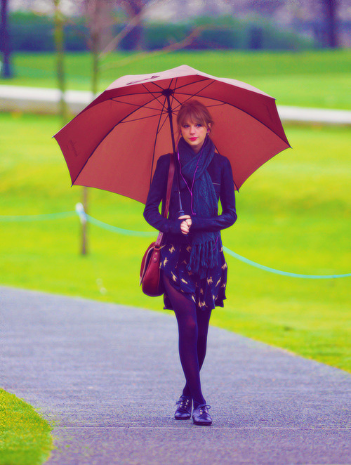 29/100 pictures of Taylor Swift