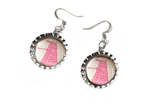 geekymerch:  (via Doctor Who Inspired Dalek Earrings Pink Bottle Cap by bohemianbear)